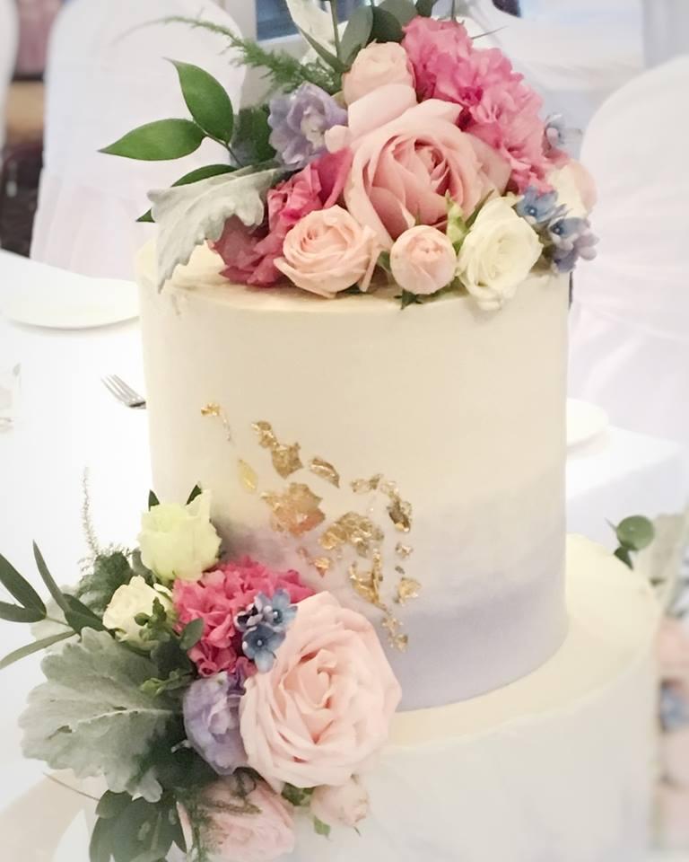 Lovely 3 Tier Buttercream Wedding Cake Mariannewhite: Buttercream 2 Tier Wedding Cake Gingerbread / Spinach