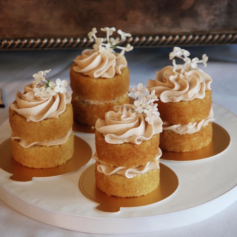 Mini cakes wedding treats