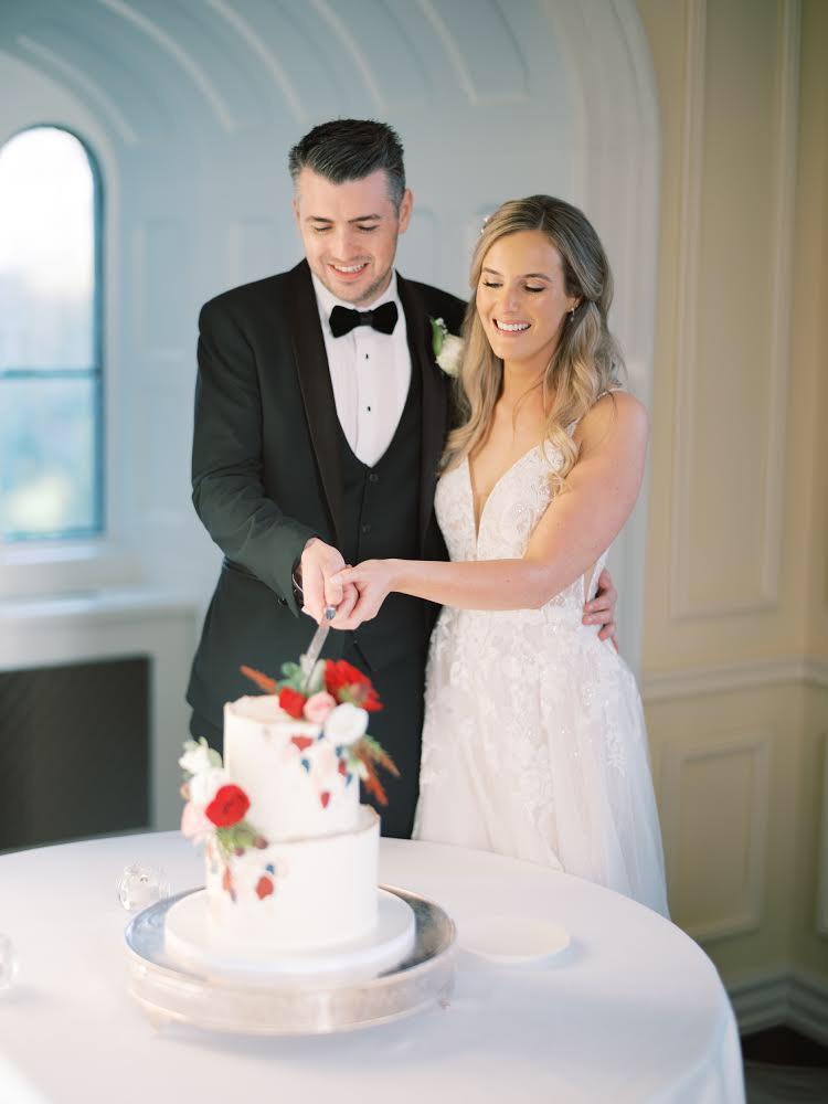 Cake cutting 2 tier